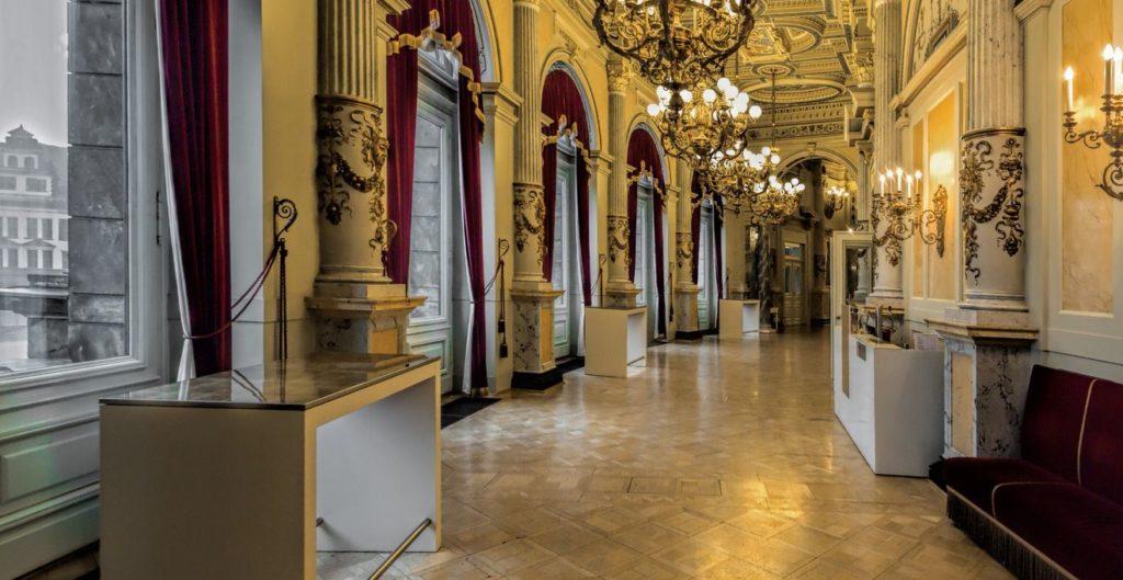 Schallschutzvorhänge in den Gängen der Semperoper Dresden