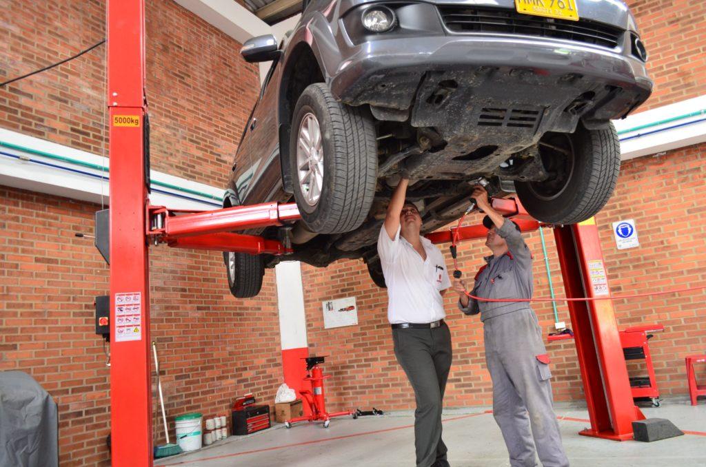 Schallschutz in Werkstätten und Autohäusern